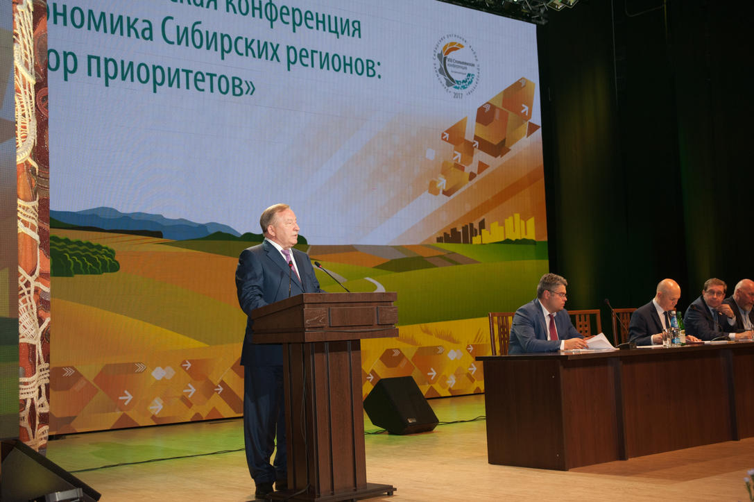 Altai Territory Governor Alexander Karlin opened the conference